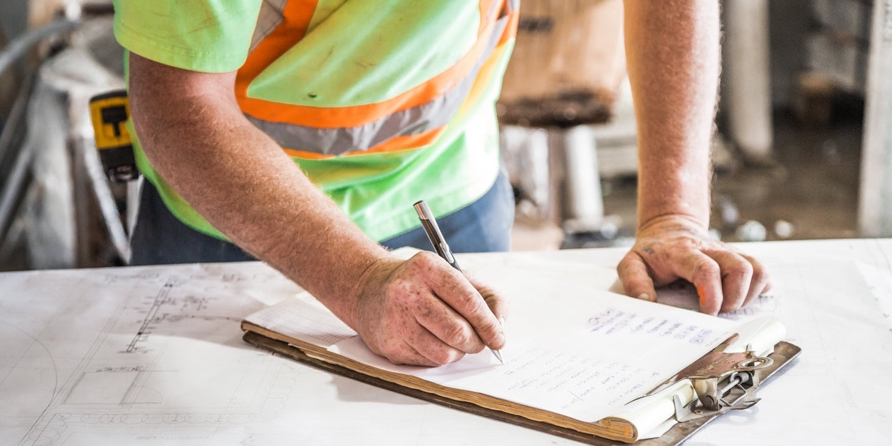 builder-conducting-inspection-with-checklist
