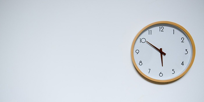 analog-clock-on-white-wall