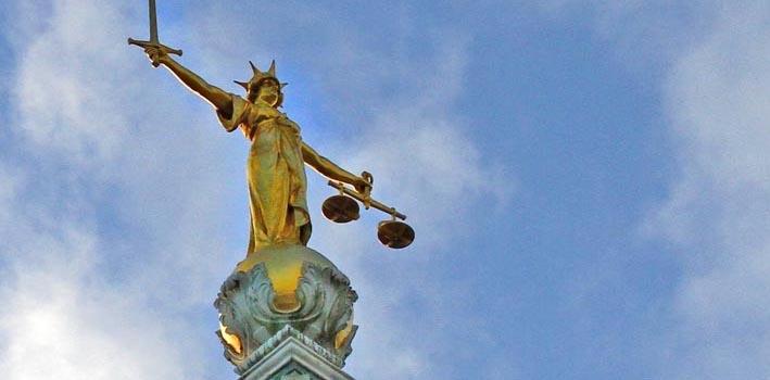 central-criminal-court-statue-against-blue-sky