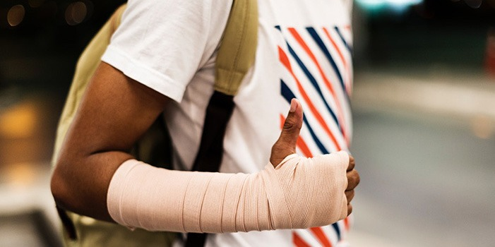 man-with-arm-bandage-giving-thumbs-up-personal-injury
